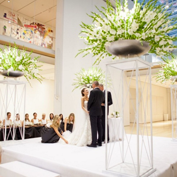 Summer-Wedding-with-Clean-Color-Palette-&-Modern-Design-in-Chicago